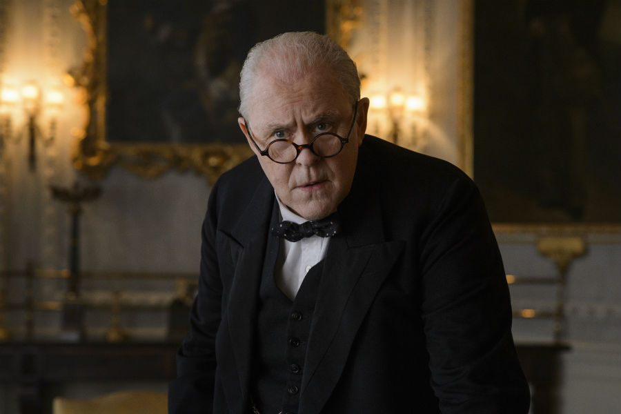 John Lithgow como Winston Churchill.